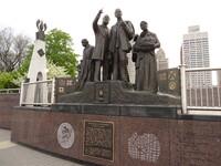 Gateway_to_Freedom_sculpture,_Hart_Plaza,_Detroit,_Michigan_(14017279000).jpg
